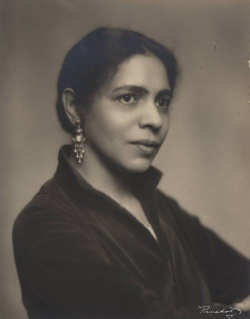 passing by nella larsen Now that you've gotten your hot little hands on a copy of nella larsen's passing ( you did, didn't you if you didn't, you are excused from class.